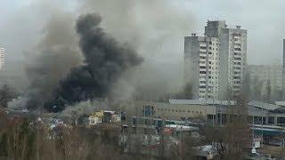 На севере Волгограда сгорел торговый павильон