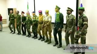 Курсанты из Африки маршируют и поют песню из Бременских музыкантов