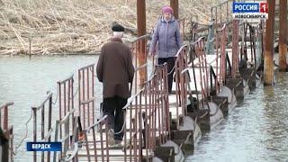 Дачники в Бердске вынуждены добираться до своих участков по ветхому мосту