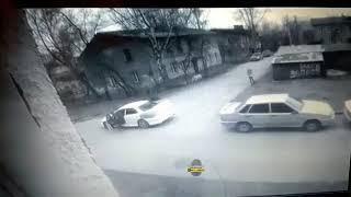 Новосибирск. ДТП во дворе.