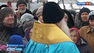 В райцентре Алтайское подняли купола на строящийся храм