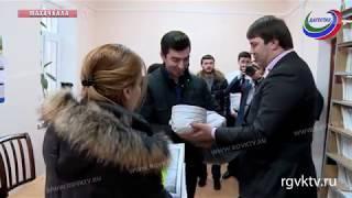 Первыми за выплатами на первенца в столице Дагестана обратились супруги Атаевы