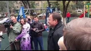 Игорь Комаров  в Оренбурге: во дворе, благоустроенном по программе «Комфортная городская среда»