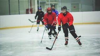 Трусиха не играет в хоккей - в Нижневартовске устроили неслабые игры для слабого пола