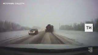 Момент аварии в Татарстане, в которой погибла семья с детьми из Удмуртии, попал на видео