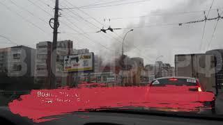 Крупный пожар в вологодской многоэтажке: спасатели эвакуируют людей