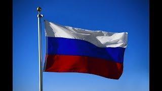 Россияне отмечают День национального флага