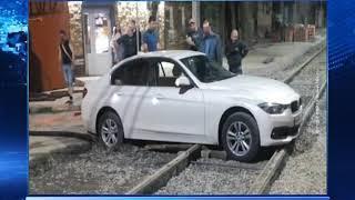 Две иномарки застряли на рельсах в Ростове и Новочеркасске