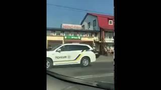 Весільний автомобіль поблизу Чернівців потрапив у ДТП