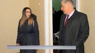 Врач-педиатр из Рыбинска получил ключи от новой квартиры