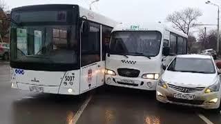 Ростов застыл в 9-балльных пробках: по городу произошло больше 20 аварий