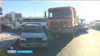 ДТП в центре Уфы спровоцировало еще две аварии