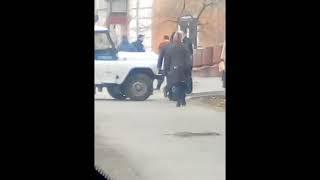 Челябинское гетто. Водитель маршрутки напал с битой на мужчину