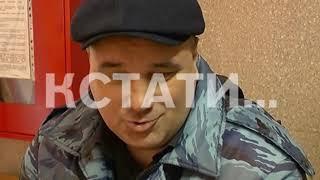 Дебоширка, воткнувшая ручку в ладонь полицейского, снова пытается отправить его за решетку