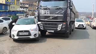 Автоледи на кроссовере спровоцировала ДТП с грузовиком