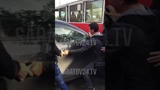 В Саратове трамвай №3 встал в час пик из-за автохама