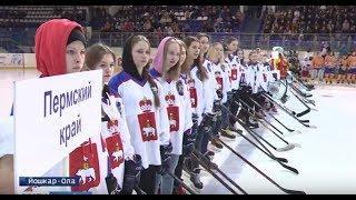 Юноши из марийского «Спартака» сразились в турнире с хоккеистками из ПФО
