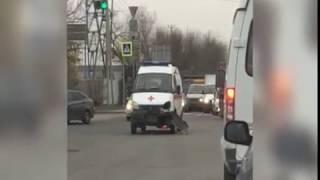 """В Ростове """"скорая"""" столкнулась с легковушкой"""