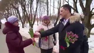 Михаил Ведерников поздравил псковичек с 8 марта