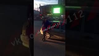 Протащил на капоте своего автомобиля мужчину и протаранил три автомобиля - ТНВ