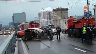 Видео с места ДТП со снегоуборочной машиной в Москве, где пострадали 5 человек