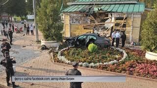 В Угличе иномарка врезалась в здание Музея городского быта