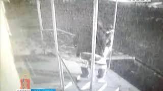 Двое жителей Назарово пытались похитить платёжный терминал