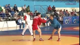Пензенец борется за медаль спартакиады молодежи по самбо