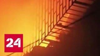 В Калькутте на рынке вспыхнул сильный пожар - Россия 24