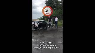ДТП под Киевом на Черниговской трассе 30.06.2018 Фольксваген разорвало о фуру