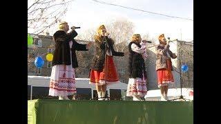 Жители поселка Аэропорт-2 с песнями и плясками проводили зиму