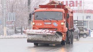 В Волгограде началась уборка первого снега