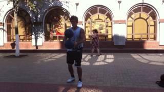 Баскетбольный фристайл  на улице Ленина в Орле