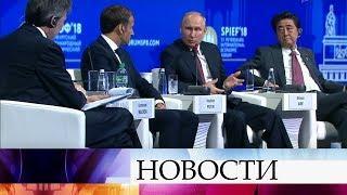 Центральное событие ПМЭФ - пленарное заседание Владимира Путина, Эммануэля Макрона и Синдзо Абэ.