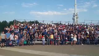 Воронежцы поют гимн России перед матчем Россия-Саудовская Аравия