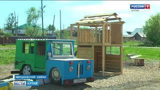 Пенсионер из Шипуновского района построил в райцентре детский городок