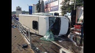 В Туапсе столкнулись автобус, пассажирская газель и грузовая фура