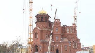 Установка купола и креста на звоннице храма Александра Невского. Съемка с коптера