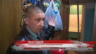 Жители дома в Индустриальном переулке вынуждены самостоятельно удерживать потолки от обрушений