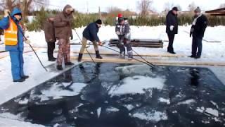 Подготовка купели на озере Коровьем в Оренбурге
