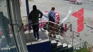 Видеозапись камеры наблюдения с места ДТП на улице Металлургов в Туле