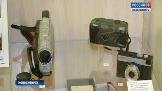 В Новосибирске открыли выставку «О лихих 90-х»