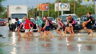 Под водой: в Волгограде из-за ливня встали трамваи