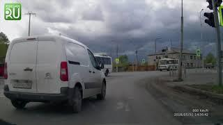 В Кургане водителям красный свет не помеха