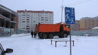 В Сургуте под колёсами грузовика в свой день рождения погибла женщина