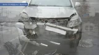 В Вологде лихач на внедорожнике врезался в «Рено Логан»