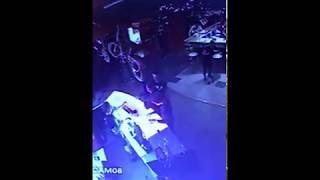 В Сыктывкаре мужчина без причин изувечил посетителя ночного клуба