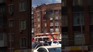 В Ростове на Сельмаше горит квартира