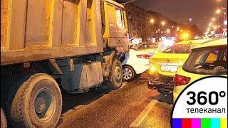 Самосвал протаранил девять автомобилей: рассматривается версия об отказе тормозов - МТ