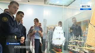 Залы Приморской государственной картинной галереи посетил врио губернатора края Андрей Тарасенко